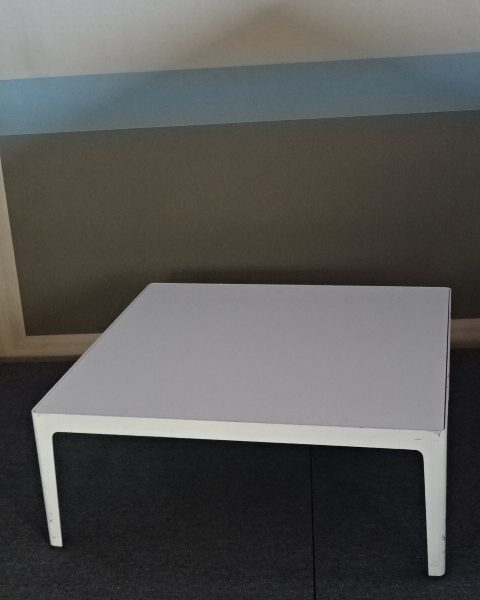 TABLE BASSE NEUF DECLASSE